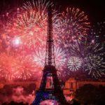 その日の夜には授賞式会場から目と鼻の先にあるエッフェル塔で、名物の花火大会が開催されました。   As night falls on the same day, the Eiffel Tower, just around the corner from our venue was outlined against the flood of lights, known as a famous firework festival in the city of Paris.
