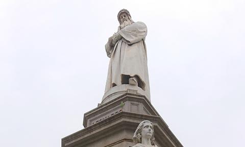 さすがイタリアが誇る偉人レオナルド・ダビンチに所縁のあるミラノらしい、科学的で画期的な「国際交流」の場となりました。   Indeed, it was a place for an international exchange with 'state-of-the-art' technology and science, taking place where the world's greatest inventor, Leonard da Vinci abided for a while in the past!