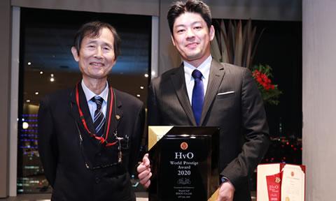 2016年の第1回から5年連続で受賞を果たした受賞者には、今回はじめて上位賞の「HvO World Prestige Award」が贈呈されました!   For the winner who won the award for five consecutive years since the very first event in 2016, a plaque of 'the HvO World Prestige Award' was presented by the HvO Academy with a special commendation.